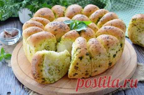 Пшеничный хлеб с зеленью и чесноком