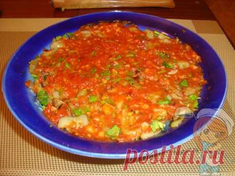 Салат Шакшука — очень вкусное блюдо: пошаговый рецепт с фото Салат Шакшука получается очень вкусным и в то же самое время, легким. Благодаря сахару и чесноку, заправка обретает очень пикантный вкус, который отлично подчеркивает баклажаны и перец.
