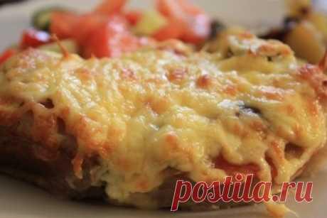 Мясо в фольге с грибами и помидорами