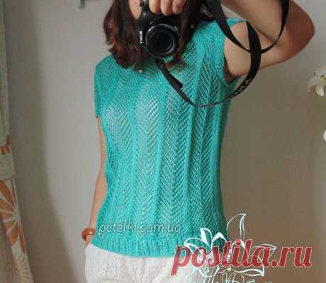 Summer pullover with a short sleeve
