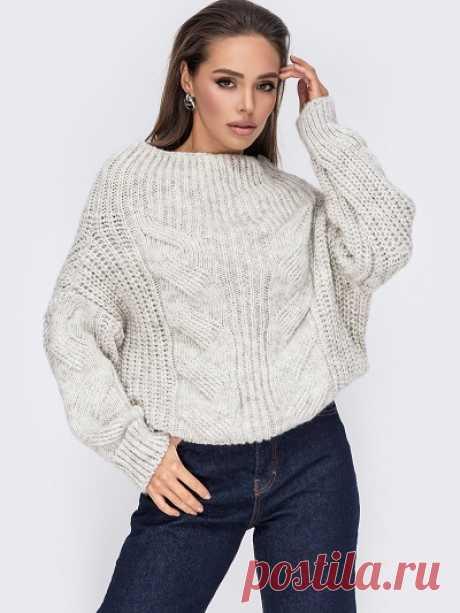 Стильные женские свитера  В зависимости от толщины вязки такая одежда актуальна и зимой, и в теплое время года. Ее можно носить под верхней одеждой или без нее, сочетать с украшениями и аксессуарами. Такие вещи сочетаются со многими стилями и уместны в любом гардеробе.