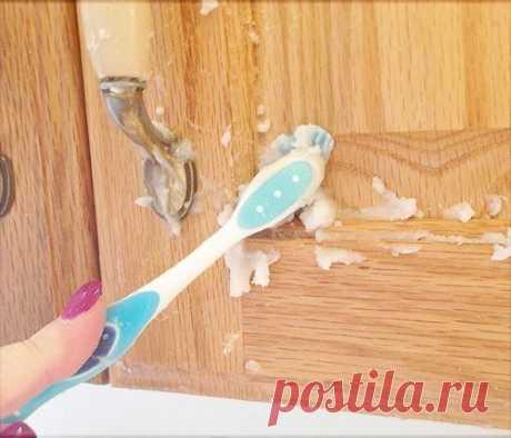 Как навести идеальную чистоту на кухне без труда и затрат и поддерживать её.  Совет 1: Очищаем Кухонную мебель от жира и грязи  Для того, чтобы удалить с кухонной мебели налёт жира с грязью не обязательно покупать дорогостоящие моющие и чистящие средства. Достаточно будет смешать простую пищевую соду с небольшим количеством растительного масла, вооружиться щеткой и хорошенько «пройтись» ей по всем поверхностям. Показать полностью…