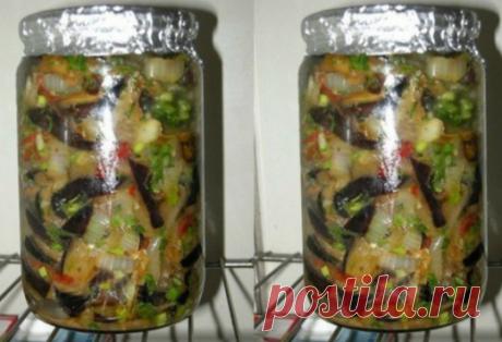 Салат из баклажан с секретиком…   Очень вкусный салат, пальчики оближешь. Забирай рецепт и сохрани у себя. Не успевает настояться, улетает моментально.  Ингредиенты   баклажаны — 1 кг, перец болгарский — 350 г, лук — 350 г., чеснок,…