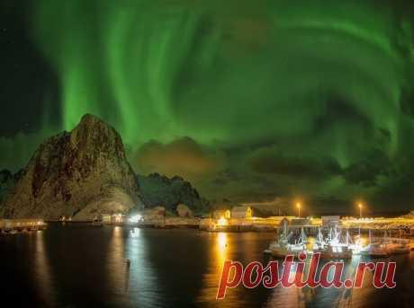 Северное сияние в Норвегии. Фотографировала Ольга Михайлова: nat-geo.ru/community/user/199374/ Добрых снов.