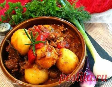 Рагу по-деревенски   Рецепт: https://bit.ly/2lxGZ9s   Это блюдо легко готовить, вкус становится лучше, если подавать рагу на следующий день. Фарш можно смешивать с цукини, сладким картофелем, тыквой и грибами. Как вегетарианский вариант, можно заменить фарш на чечевицу. #ЕдимДома #кулинария #домашняякухня #рагу #рецепты #рецепт #овощи