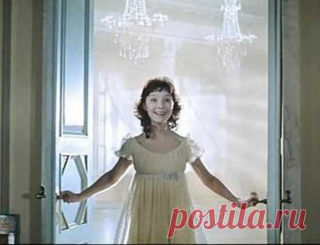 12 советских актрис, которые неподражаемо исполнили роли школьниц в кино