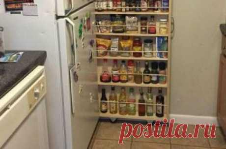 Превращаем крошечное пространство на кухне в идеальную кладовку для специй У каждого из нас есть дома холодильник, а также куча специй, соусов и прочих приятных мелочей, которые разбросаны по ящичкам по всей кухне. Настало время покончить с этим хаосом, поместив всё это в уд...