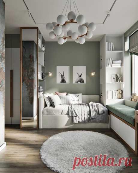 Прекрасная комната! Оригинальная люстра. Зона отдыха у окна.