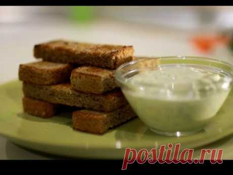 Garlick toasts with sauce and cheese (snack)