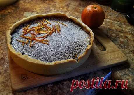 Апельсиновый тарт с шоколадом и чёрным перцем: нежнейший пряный апельсиновый крем внизу, шоколадный крем вверху. И всё это на хрустящем песочном тесте