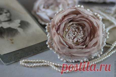 """Купить Брошь цветок из ткани """"Маленькая роза"""" - бежевый, брошь, брошь цветок, брошь-цветок"""