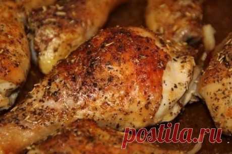 Куриные голени в духовке.  Предлагаем простой рецепт запекания куриного мяса с ароматными специями и соевым соусом.