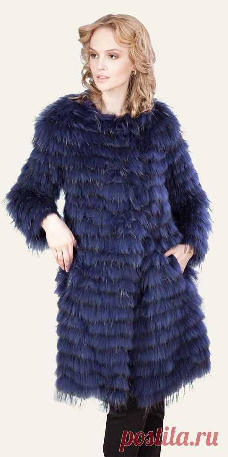 Это экстравагантное пальто изготовлено из легкого, теплого и пушистого меха енота.    Мех/отделка: енот + текстиль  Длина 91-95 см Куда в нем можно пойти? Куда угодно: и на учебу, и на вечеринку, и на свидание.   Смените скучный образ!   Вы достойны того, чтобы быть в центре внимания!