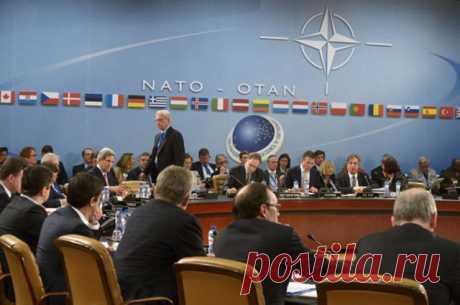 Почему Россию не пригласили на саммит НАТО в Уэльсе и что на нём обсудят? Российские дипломаты не получили приглашения на саммит НАТО, который пройдёт в Уэльсе 4 и 5 сентября. На саммите будут обсуждать темы, так или иначе связанные с Россией. В частности, вопросы дальнейшего сотрудничества Альянса с РФ.