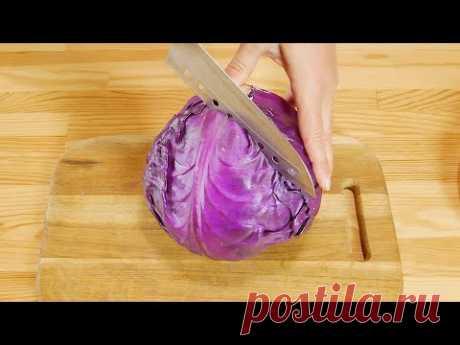 Самый вкусный салат из капусты  Очень вкусный салат из капусты всегда будет к месту. Он хорош и к картошечке с котлеткой, и просто с кусочком хлеба как быстрый перекус.   Ингредиенты  Капуста (белокачанная или краснокачанная) - 1 средний вилок  Перец болгарский - 1 шт. Морковь - 1 шт.  Маринад  Кипяток - 1/2 л Сахар - 2 ст. ложки с горкой Соль - 1 ст. ложка с горкой Яблочный уксус 6% - 50 мл Масло растительное - 70 мл