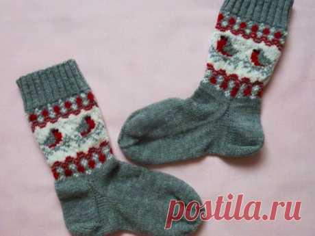 Вяжем носки «Снегири»