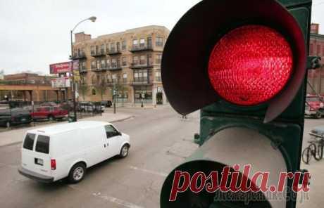5 ситуаций, когда водитель имеет полное право проехать на красный сигнал светофора Правила существуют для того, чтобы их соблюдать.В противном случае систему, для которой они были созданы, ждет только хаос и бардак. Тем не менее, в любых правилах существуют исключения, и ПДД в этом...