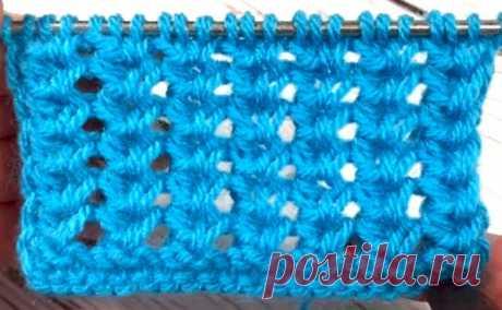 Простые узоры. Ажурный вертикальный колос (УЗОРЫ СПИЦАМИ) УЗОРЫ СПИЦАМИ: Простые узоры. Ажурный вертикальный колос Урок от Страна Вязания Ажурный объемный узор колос подходит для вязания шарфов, шапок, свитеров. В рапорте узора 3 петли и 2 ряда. Для образ…