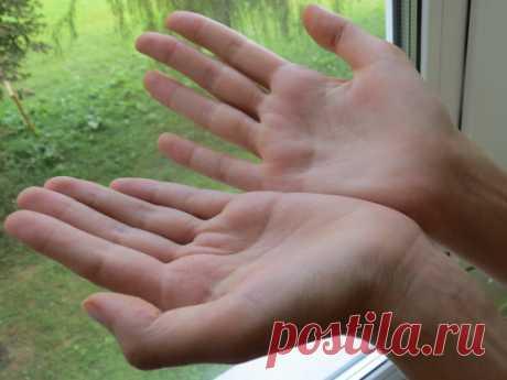 КАК ГАДАТЬ ПО РУКЕ САМОСТОЯТЕЛЬНО?  Важное правило для всех хиромантов заключается в том, что во время чтения судьбы по ладоням важно учитывать линии как на правой, так и на левой руке.  Если специалист смотрит только одну вашу руку, т…