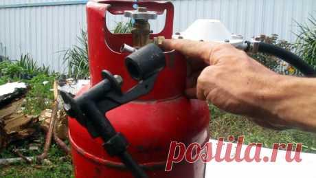 Как сделать газовую горелку из строй газовой плиты Старая газовая плита – это не только металлолом, но и источник запчастей, к примеру, для изготовления горелки. Поэтому при ее наличии покупать горелку нет смысла.Что потребуется:старая газовая плита;газовый шланг;хомуты – 2 шт.Процесс изготовления горелкиИз плиты нужно снять верхнюю и лицевую