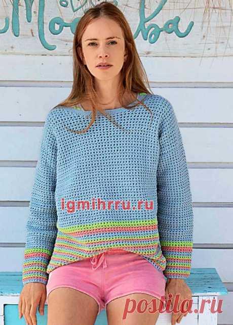 Голубой пуловер с полосками. Вязание крючком со схемами и описанием