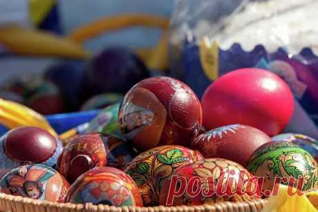 Чем и как красить яйца на Пасху