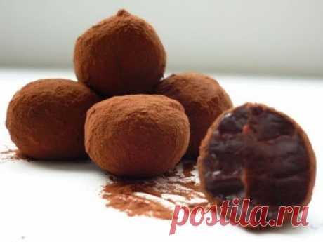 Домашние конфеты. Конфеты из сгущенки и какао. Бригадейро конфеты рецепт.