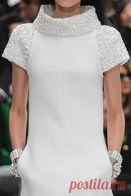 Платья в стиле Chanel: подборка классических фасонов   Прожив долгую и плодотворную жизнь, Коко Шанель оставила множество классических фасонов для разных типов женских фигур, чтобы каждая представительница прекрасного пола нашла для себя подходящий наряд. Предлагаем посмотреть подборку платьев в стиле модного дома Chanel ➡️ Кликайте на фото, чтобы посмотреть