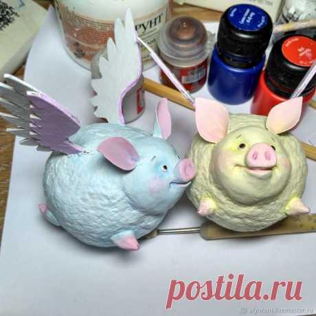 Мастерим подвеску на елку «Крылатая зефирная свинка» – Ярмарка Мастеров