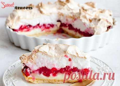 El pastel-pudín con la grosella y el merengue   Sweet Twittes