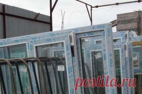 Как убрать прикипевшую плёнку с окон На пластиковых окнах предусмотрена защитная пленка, которая защищает раму от возможных царапин, от пыли и грязи, при транспортировке и установке окна. Ее необходимо снять после того, как окно было уст…