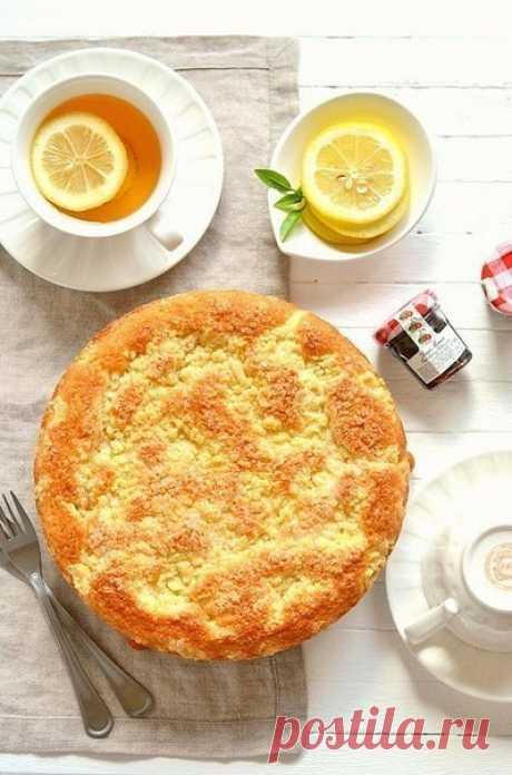 Лимонный пирог.  Вам потребуется:  сахар - 120 гр мука - 120 гр масло сливочное - 120 гр яйцо - 2 шт лимон (сок и цедра) - 1 шт разрыхлитель - 1 пакетик (10 гр)  для крошки:  мука - 50-70 гр сахар - 50 гр масло сливочное - 50 гр  Как готовить:  1. С лимона снять цедру, добавить в сахар и перетереть руками. Это позволит цедре отдать весь аромат. Добавить мягкое сливочное масло и взбить. Необязательно в блендере - можно венчиком обойтись..Я ужасно не люблю мыть кухонную техн...