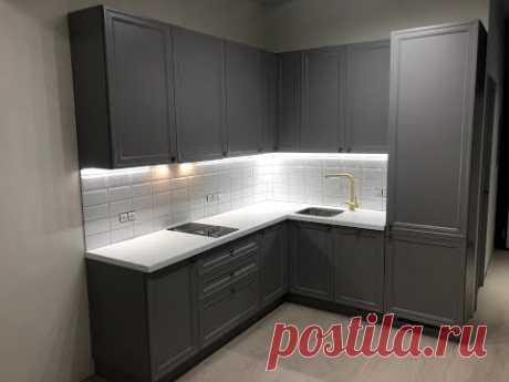 Компактная кухня с фасадами МДФ эмаль серого цвета