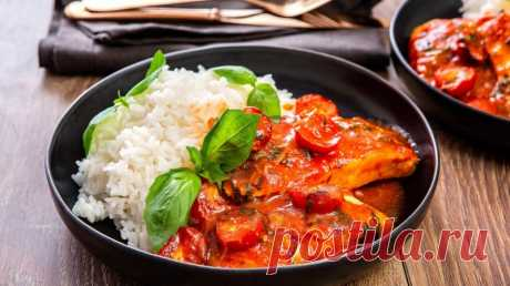 Треска в томатно-винном соусе с базиликом и фетой — Sloosh – кулинарные рецепты