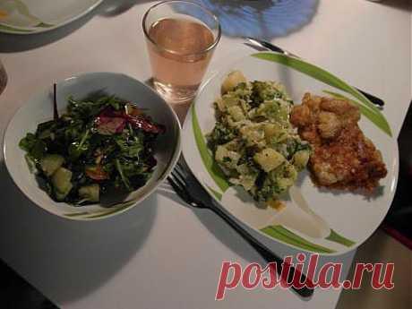 ужин за 50 минут: Шницель куриный, сотэ из картофеля и брокколи и салат-микс с черри и огурцом   4vkusa.ru