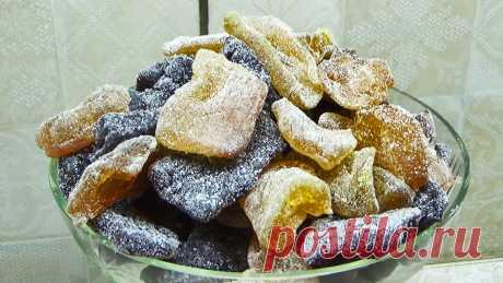 Куда девать кабачки? Сделайте из них фруктовые цукаты с любым вкусом Кабачки — это не только ингредиент для приготовления овощного рагу, но и десертов. Из них можно сделать сладкие, вкуснейшие цукаты с любым фруктовым вкусом на ваш выбор. Это полезное лакомство, которым легко можно заменить конфеты. Ингредиенты: Кабачки; сахар; сахарная пудра; фрукты, ягоды или