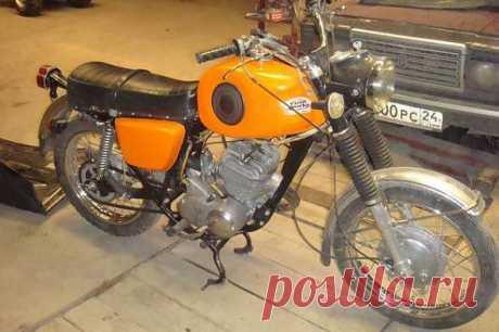 Мотоцикл ИЖ Планета Спорт Культовый мотоцикл, о котором мечтал каждый советский подросток, но также и мотоцикл с печальной славой, ведь его владельцы чаще остальных попадали в ДТП, а исход большинства ДТП был печален. Выпускался с 1973 года в течение 11 лет.
