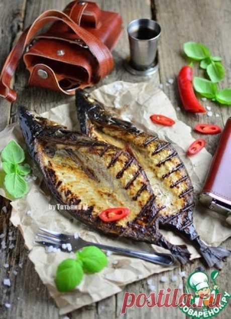 La caballa deshuesada corrujiente en los carbones - la receta de cocina