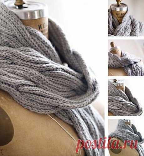 Вязаный шарф из кос от Jared Flood выполнен спицами двусторонним узором.