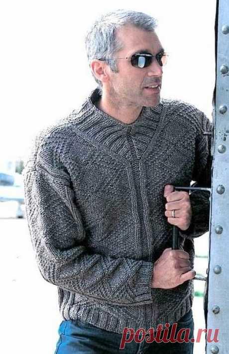 мужской пуловер с интересной горловиной спицами