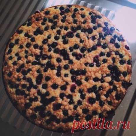 Тертый творожный пирог с черной смородиной - кулинарный рецепт