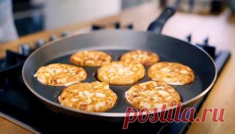 Рецепт твороженных кето сырников без муки (с подсчётом БЖУ)