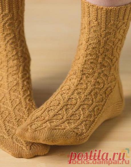 Вязаные носки «Love Needs a Heart»