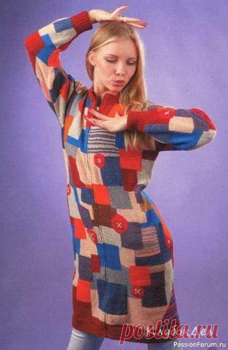 Пальто в стиле «пэчворк»   Вязание для женщин спицами. Схемы вязания спицами Скажите нет серым будням и свяжите себе что-нибудь взрывное, например пальто спицами из цветных квадратов.Размер: 38-40Вам потребуется: пряжа (100% шерсть, 300 м/100 г) - 650 г коричневого, синего, бежевого, розового, красного, оранжевого, желтого, горчичного, серого, фиолетового цветов,...