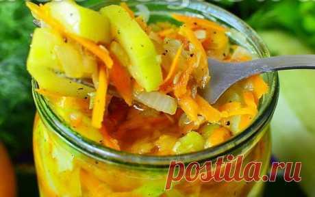 Салат из кабачков и моркови.