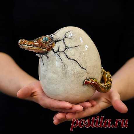 Крокодильчик. Ручная лепка, шамот, глазури. #мыльцеваольга #myltsevaolga  #керамика #арт #декор #дизайн #интерьер #авторскаякерамика #ручнаяработа #скульптура #ceramicslove #ceramicsart #art #artist #ceramics #sculpture #decor