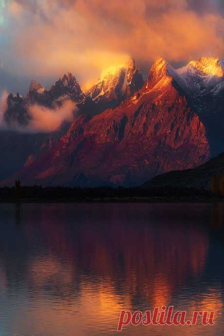 "enantiodromija:\u000d\u000a"" Heating Tops by Greg Boratyn\u000d\u000a\"""