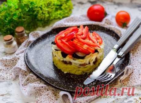Салат с семгой, адыгейским сыром и черносливом