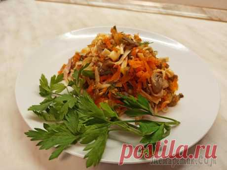 """Салат """"Необыкновенный"""" Предлагаю приготовить вкусный, необычный салат с жареными, слегка хрустящими крабовыми палочками. Подойдет к праздничному столу, так и к вкусному ужину.Ингредиенты: 1.Крабовые палочки -250 г 2.Шампинь..."""