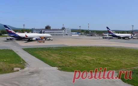 В аэропорту Южно-Сахалинска объяснили, почему сняли с рейса 118 человек. Часть пассажиров самолета, который должен был лететь из Южно-Сахалинска в Москву, сняли с борта перед вылетом по техническим причинам.
